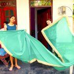 民族衣装のサリーを着たスリランカ美人を発見!
