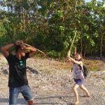 JAWAJIWAの宿のオーナーが連れて行ってくれた滝&感動のサンセット。