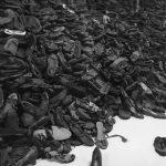 アウシュビッツ収容所であったことを知ってください。