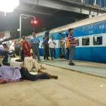 インドの列車は遅延するって聞いてたけど・・・こんなに!?