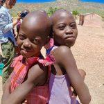おっぱい出したままウロウロ。世界一美しい民族、ヒンバ族の村へ。【ナミビアレンタカー】
