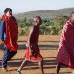 マサイ族の村に侵入。家の中にまで招かれ、彼らの生活に驚き。【ケニア】